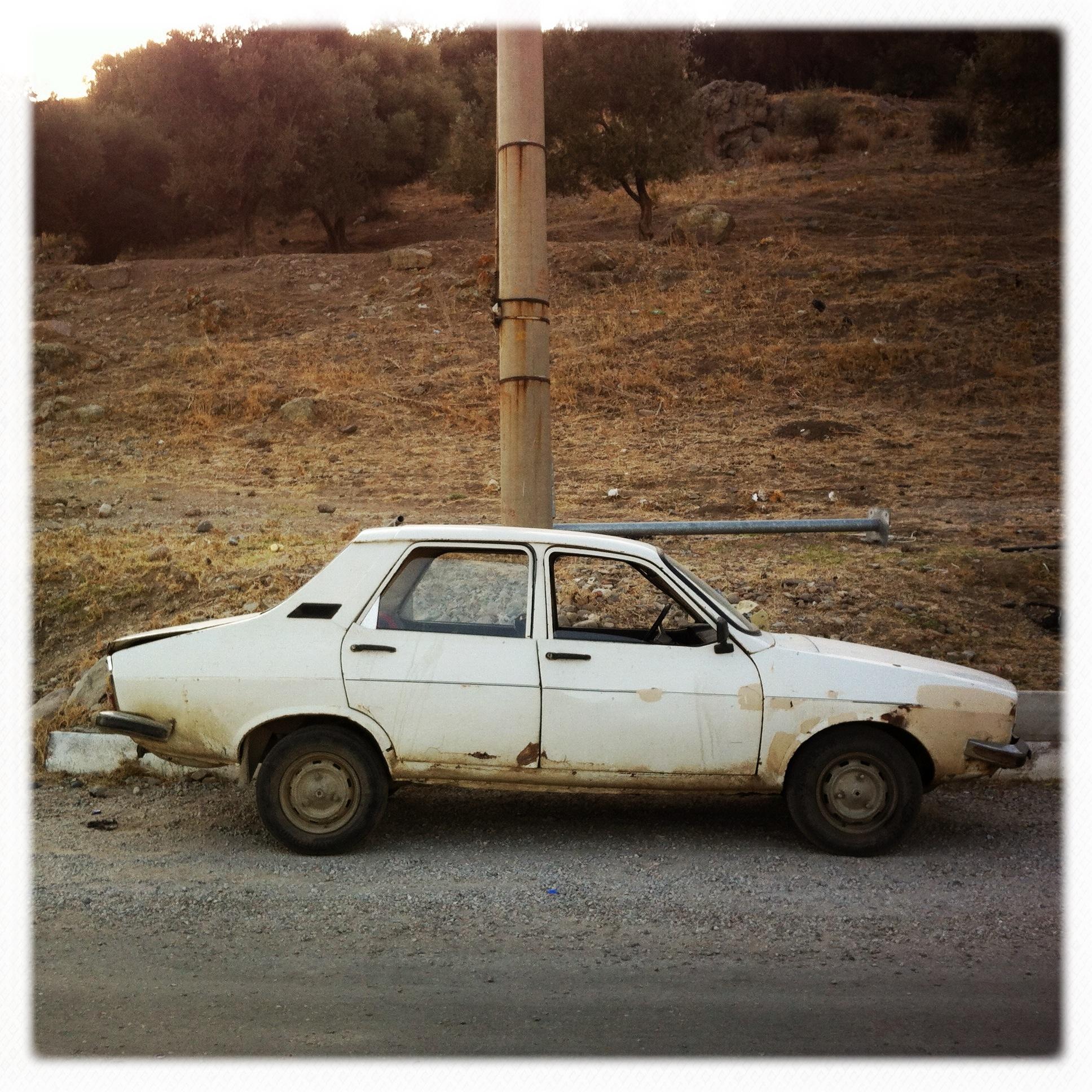 Auto abbandonata 2